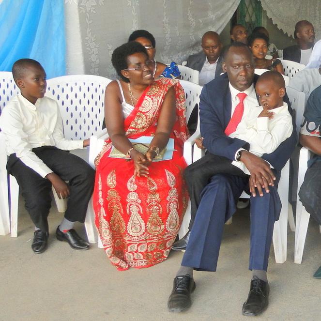 Fulgence NDAGIJIMANA mit seiner Familie